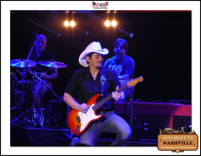 The Amazing Brad Paisley Wowing The Crowds